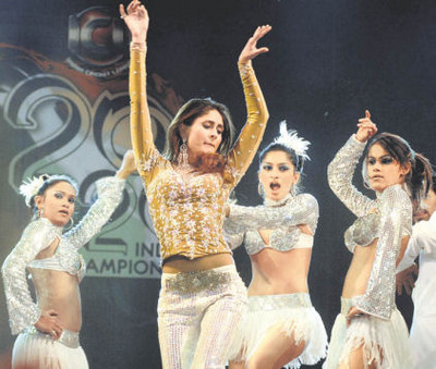kareena_kapoor-performs-at-the-opening-ceremony-of-icl.jpg